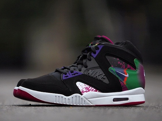 nike-air-tech-challenge-hybrid-black-white-rave-pink-varsity-purple-03