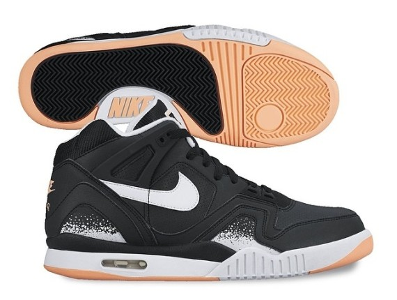 nike-air-tech-challenge-ii-black-white-gum-01-570x430