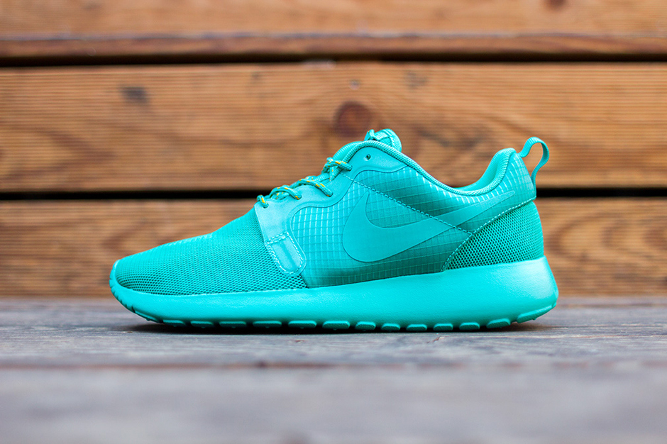 nike-wmns-roshe-run-hyp-turquoise-green-1