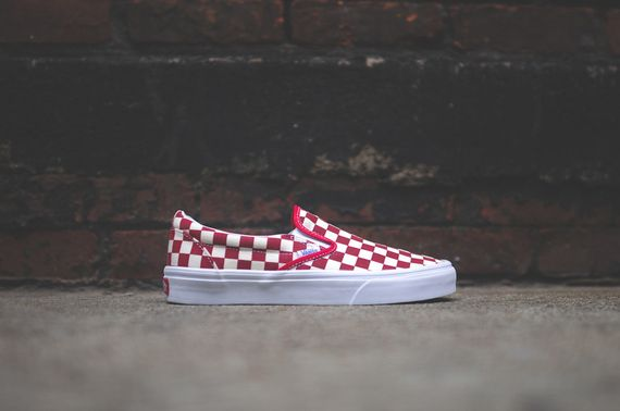 vans-slip on-checkerboard-white-red
