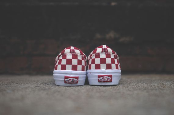 vans-slip on-checkerboard-white-red_03