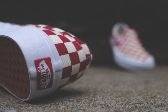 vans-slip on-checkerboard-white-red_07