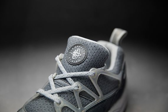 foot patrol-nike-air huarache-concrete_03