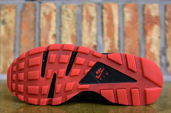 nike-air huarache-uni red-black_05
