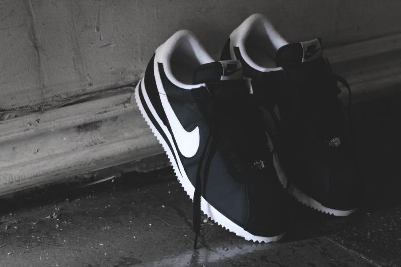 nike-cortez-basic-nylon-black-white-1
