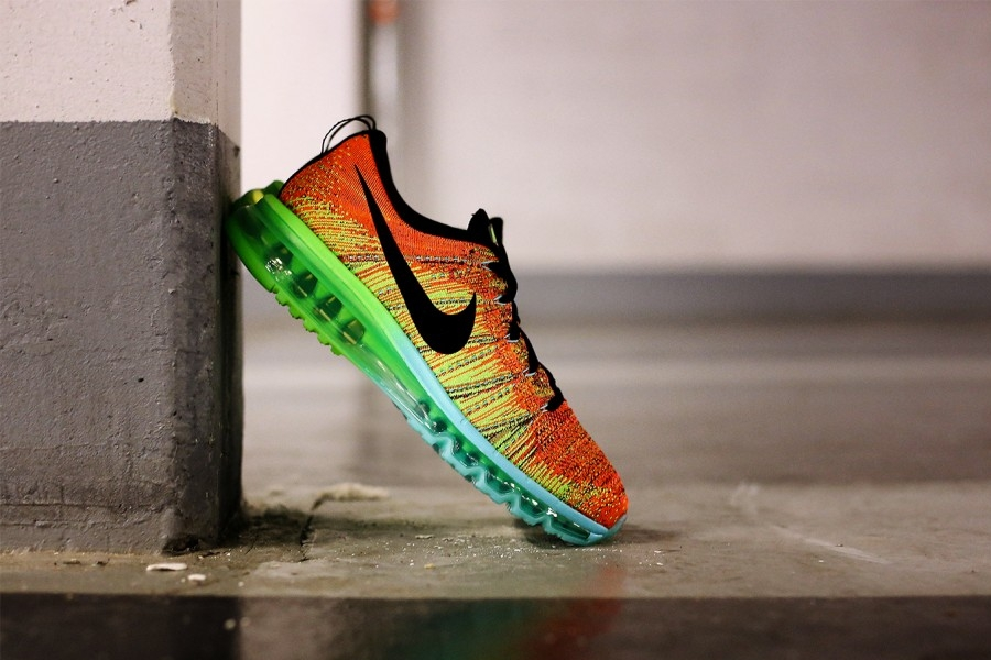 nike-flyknit-air-max-atomic-orange-vivid-blue-volt-01