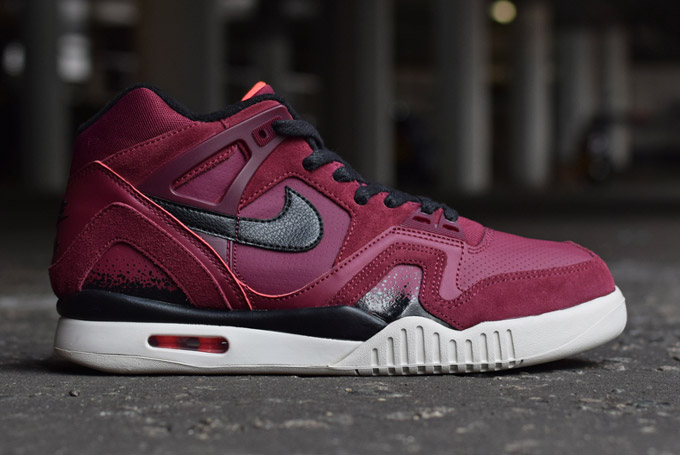 3-Nike-TechChallenge-navy-burgundy