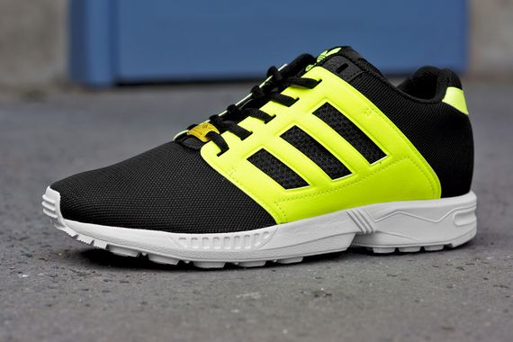 adidas-zx flux 2.0-black n yellow