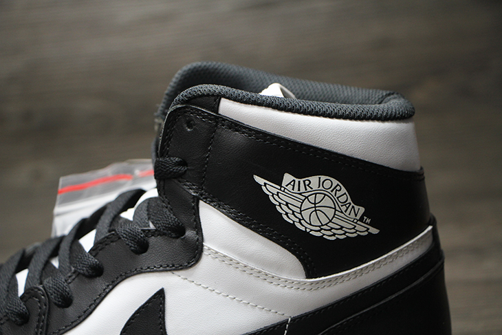 air-jordan-i-1-high-og-black-white-3