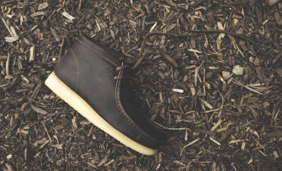 clarks-wallabee-beeswax