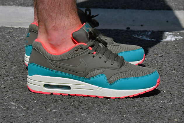 nike-air-max-1-gris-bleu-infrared-2