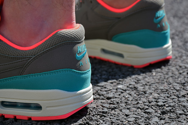 nike-air-max-1-gris-bleu-infrared-3