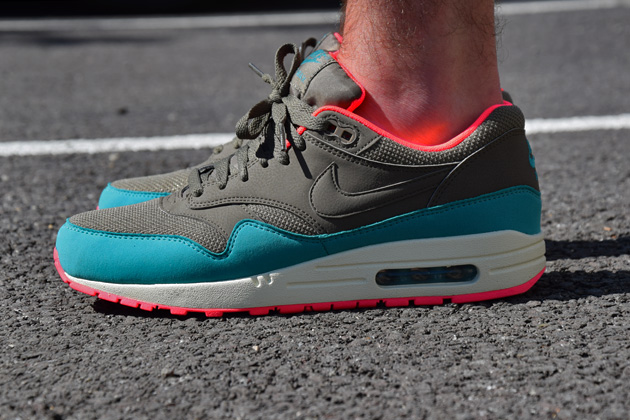 nike-air-max-1-gris-bleu-infrared-5