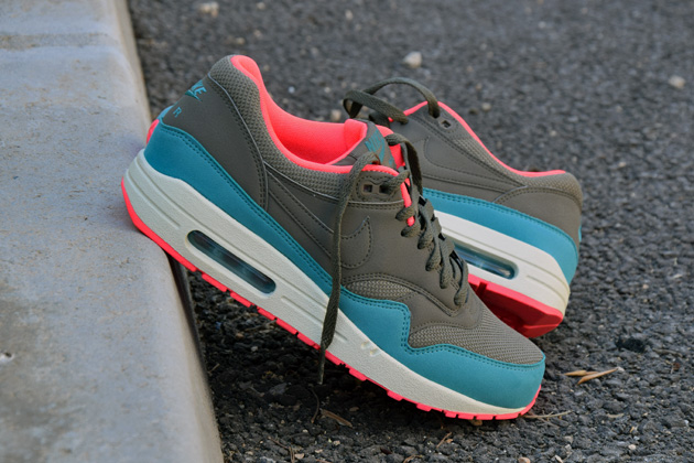 nike-air-max-1-gris-bleu-infrared-7