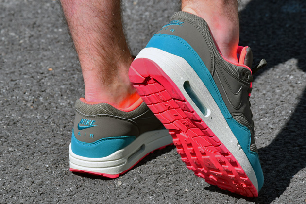 nike-air-max-1-gris-bleu-infrared-8