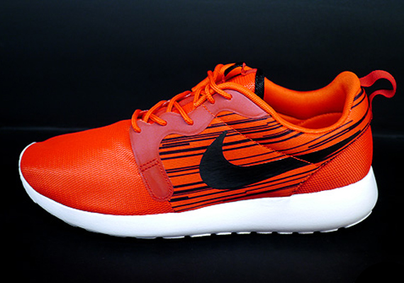 nike-roshe run-hyperfuse-atomic red-black