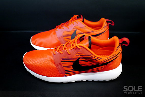 nike-roshe run-hyperfuse-atomic red-black_02