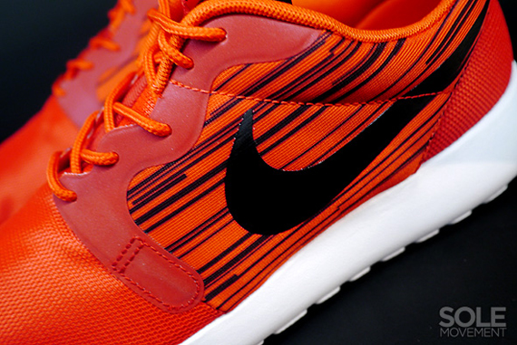 nike-roshe run-hyperfuse-atomic red-black_05