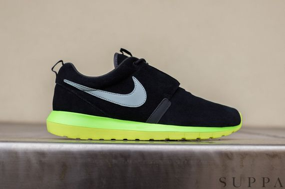 nike-roshe run nm-black-silver-volt