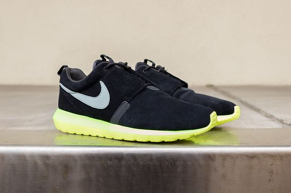 nike-roshe run nm-black-silver-volt_02