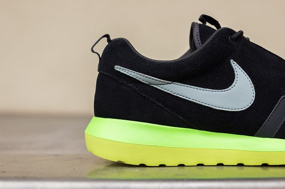 nike-roshe run nm-black-silver-volt_07