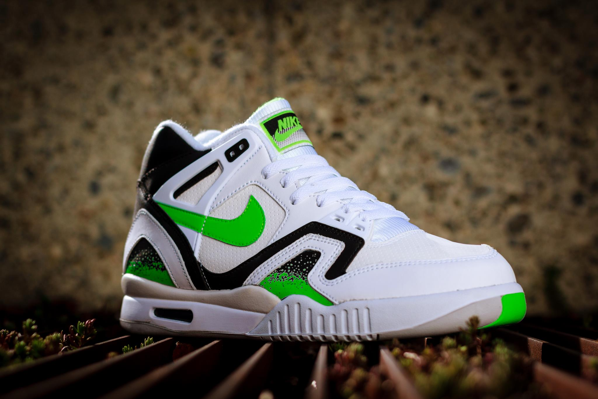 nike air tech challenge ii poison green available. Black Bedroom Furniture Sets. Home Design Ideas