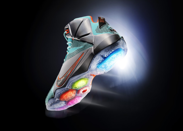 Ho14_SNP_BB_LebronXII_684593-301_HERO_large