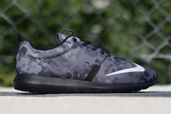 nike-roshe run nm fb-dark grey camo_02