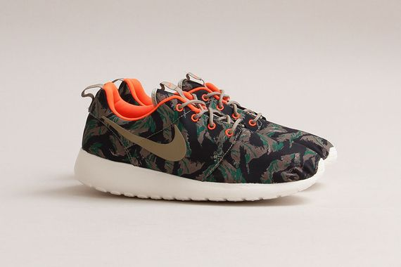 nike-roshe run-tiger camo