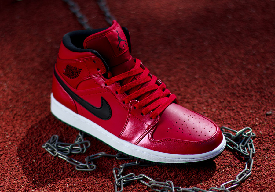 air-jordan-1-mid-gym-red-black-white-01