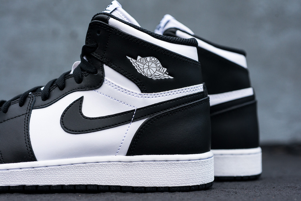 air-jordan-i-1-retro-high-og-black-white-4