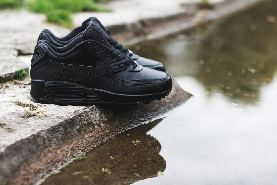 nike-air-max-90-leather-triple-black-1