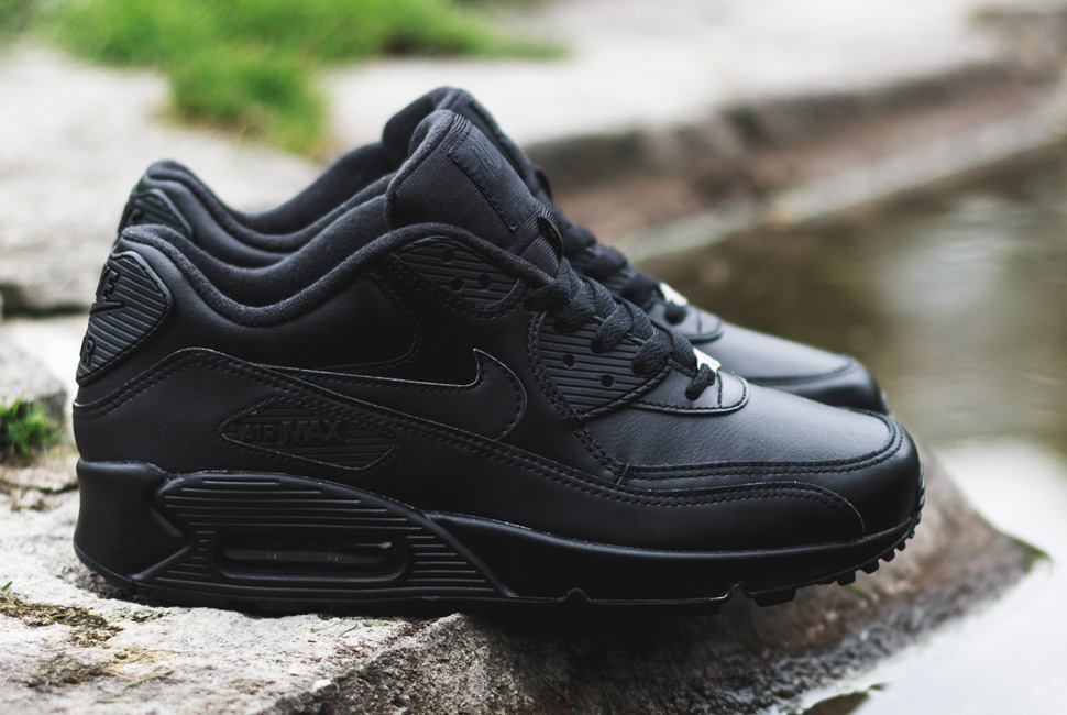 nike-air-max-90-leather-triple-black-2
