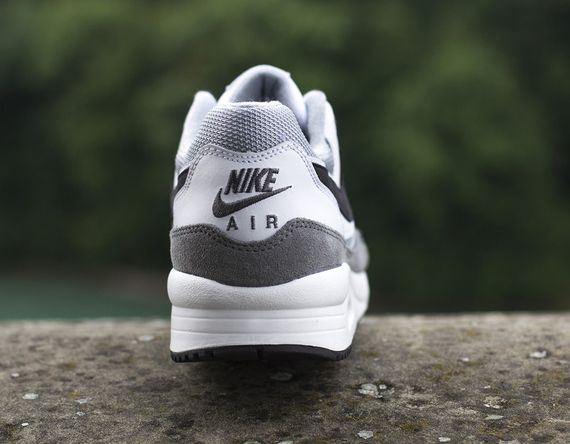 nike-air max light ess-white-black-grey_02