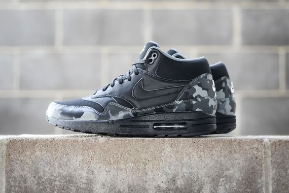 nike-black camo fb pack