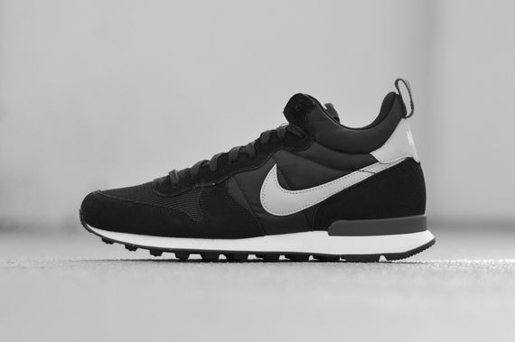 nike-internationalist mid-black