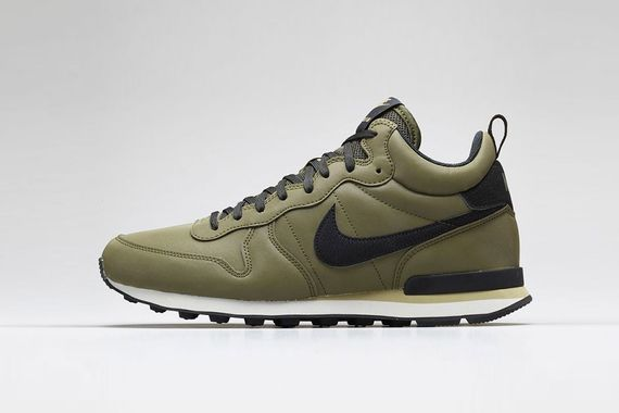 nike-internationalist mid-reflective pack