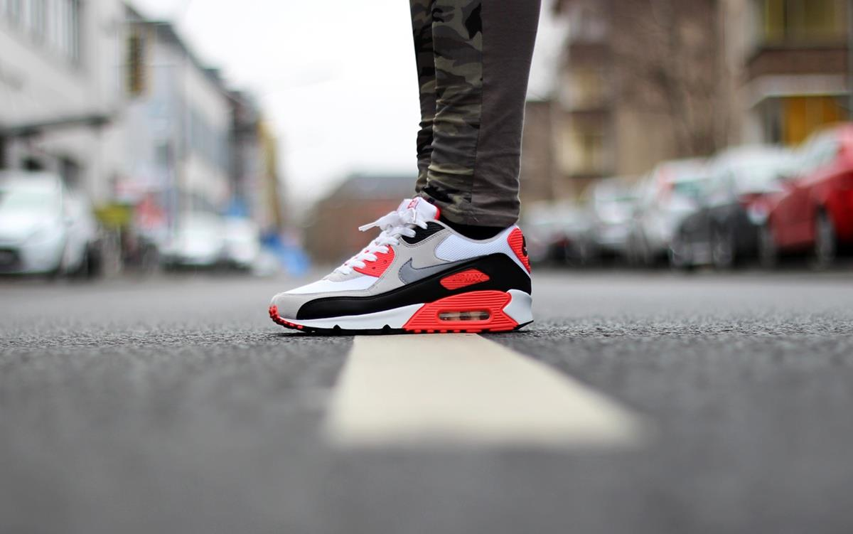 Joana-Lea-Nike-Air-Max-90-Infrared-