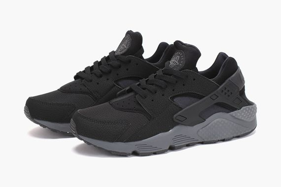 nike-air huarache-black-drk grey_03