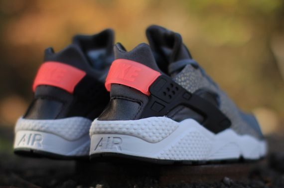nike-air huarache-safari-hyper punch