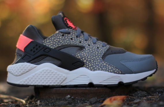 nike-air huarache-safari-hyper punch_02