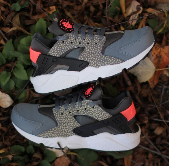 nike-air huarache-safari-hyper punch_03