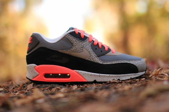 nike-air max 90-hyperpunch-safari_03