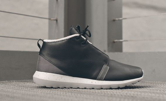 nike-roshe run nm sneakerboot-black-grey