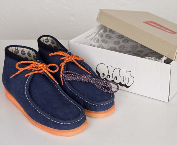 mf doom-clarks-wallabee-navy-orange_08