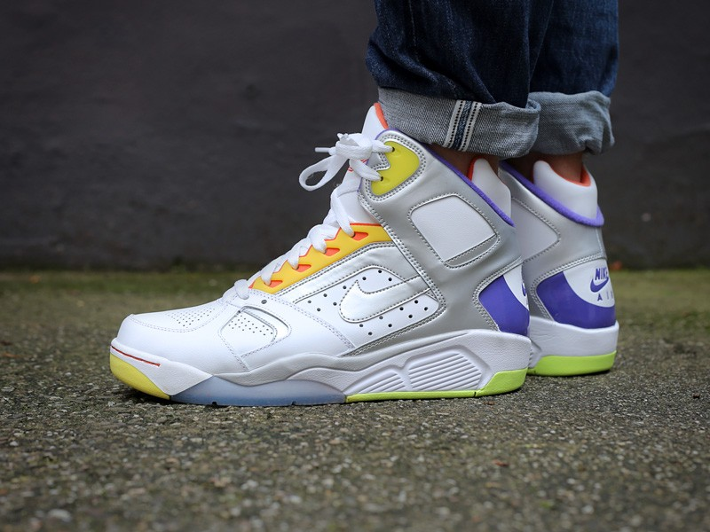 nike-air-flight-lite-high-sidney-deane-white-metallic-silver-hyper-grape-329984-100