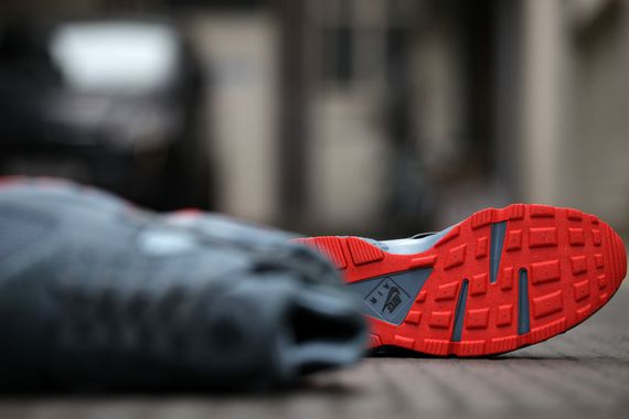 nike-air huarache fb-graphite-crimson_04