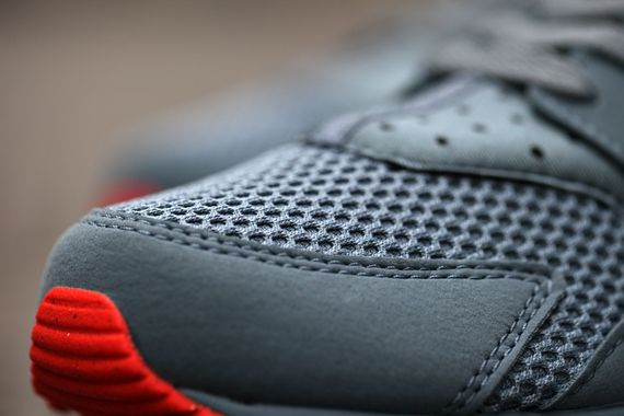 nike-air huarache fb-graphite-crimson_05