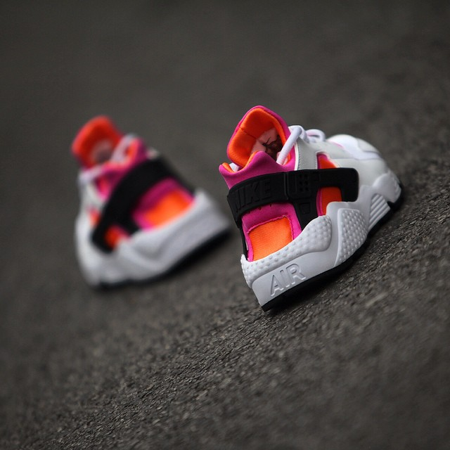 nike-air-huarache-white-pink-orange.jpg_02