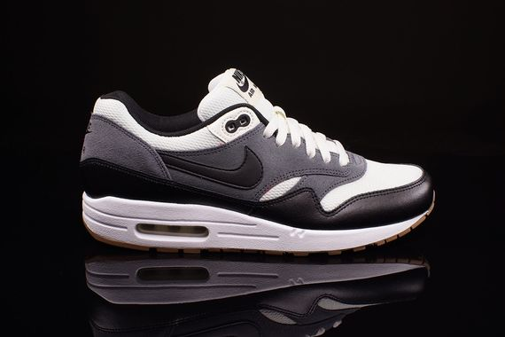 nike air max 1 essential black sail gummy